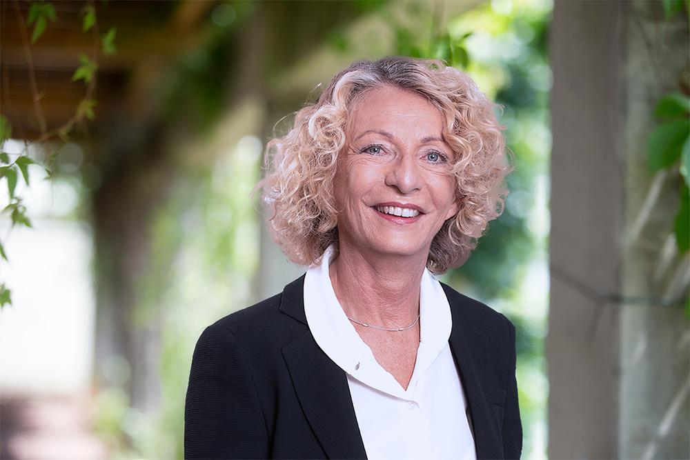 Dr. Friederike Hrubesch-Mohringer - Die Arzneimittel Importeure